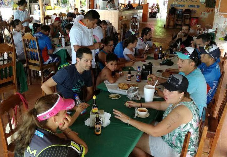 Fueron 300 empleados y responsables del giro de comida que participaron en el curso. (Javier Ortiz/SIPSE)