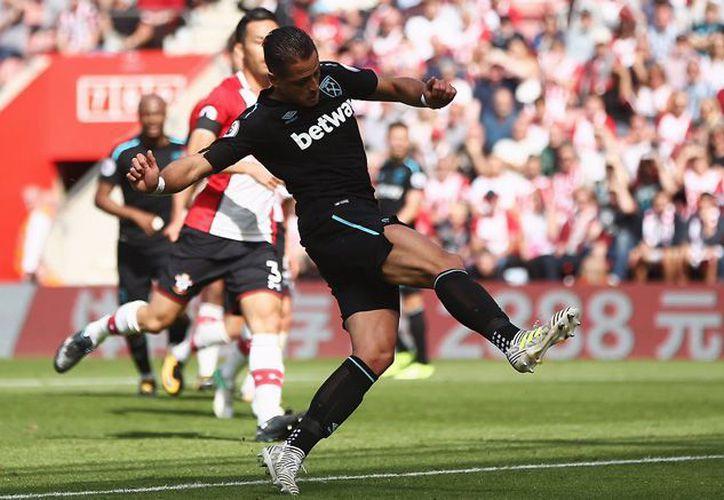 Javier Hernández puso el marcador 2-1, en el minuto 44 del partido. (Foto: Twitter)