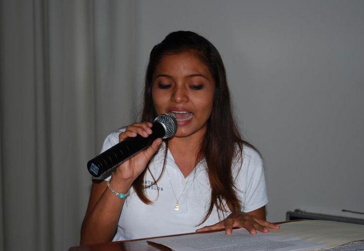 Heydi Victoria Beltrán Bacab es campeona nacional del concurso de oratoria. (Tomás Álvarez/SIPSE)