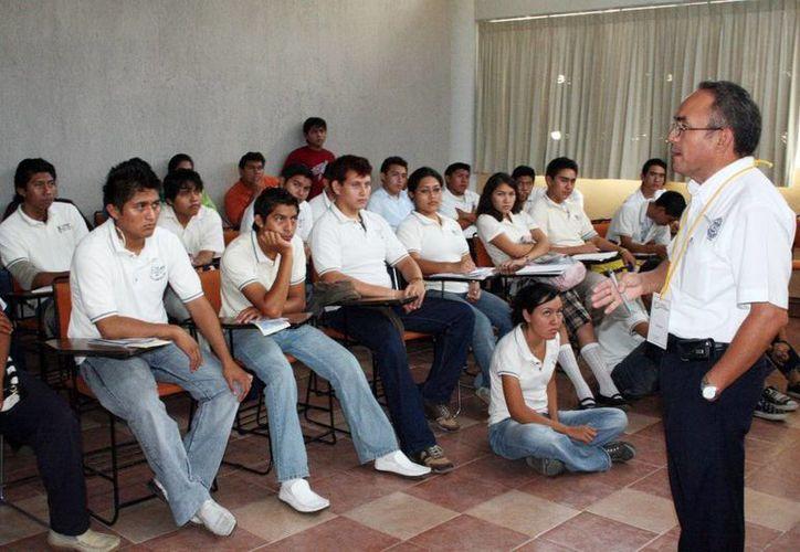 Los alumnos retornaron a las aulas, tras dos semanas de vacaciones. Imagen de un salón de clases en un aula de la Uady. (Milenio Novedades)