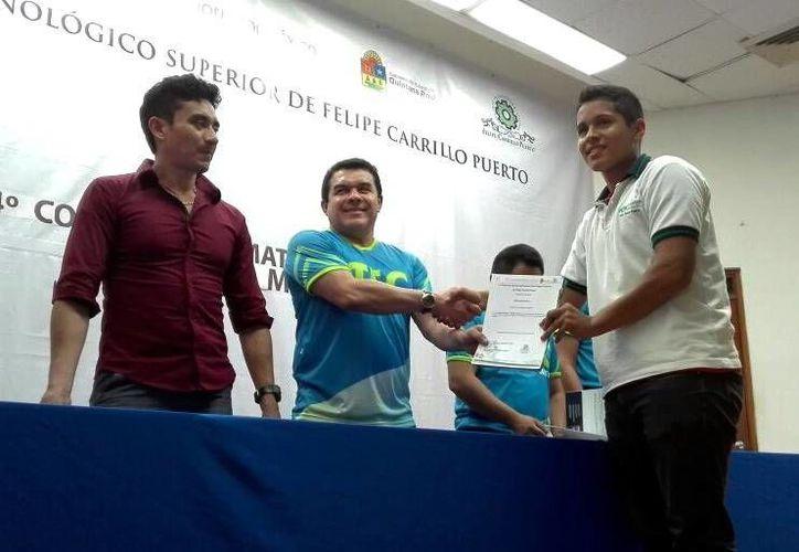 Sergio Velarde San Martín, estudiante de Conalep, representará a Quintana Roo en la Olimpiada Mexicana de Matemáticas. (Ángel Castilla/SIPSE)
