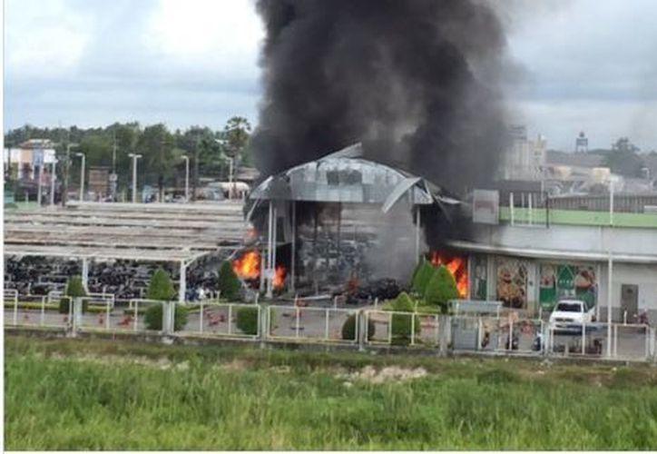 La bomba que detonó en el estacionamiento fue colocada en una camioneta con matrícula de la vecina provincia de Yala que. (RT)