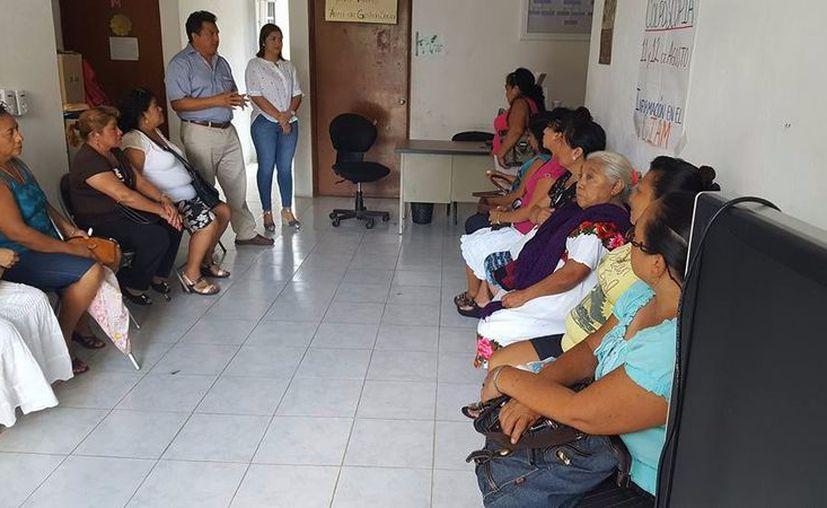 Invitan a las mujeres a que se acerquen a las instalaciones del Ciam para que se realicen un diagnóstico. (Jesús Caamal/SIPSE)
