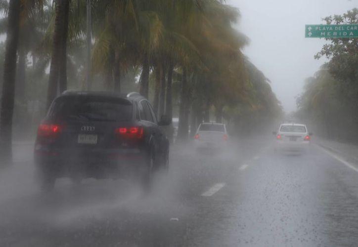 Se registró una fuerte lluvia el mediodía de ayer. (Israel Leal/SIPSE)