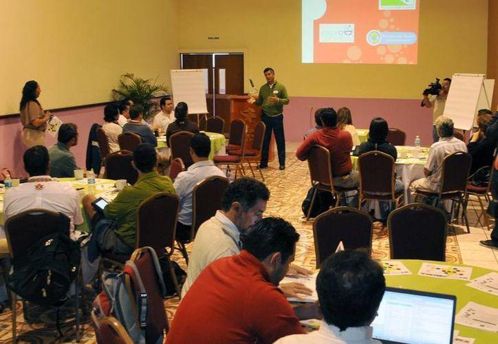"""Presentación del taller """"Diagnóstico y Agenda de Acción de Sustentabilidad para Isla Cozumel, México"""". (Cortesía/SIPSE)"""