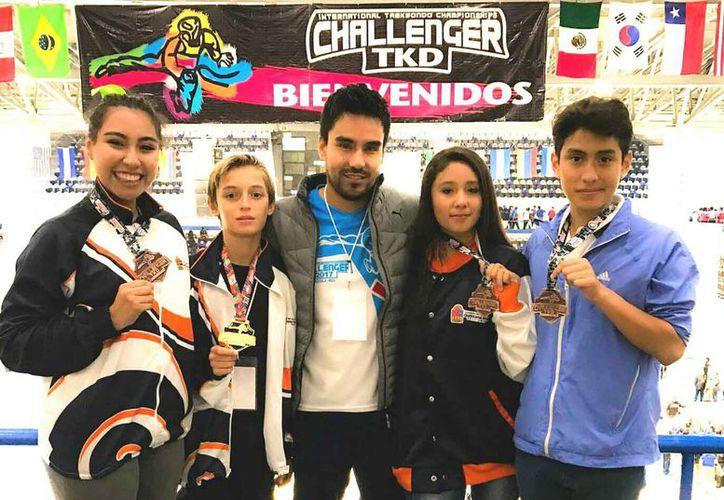 Cargados de medallas regresan los competidores de la escuela del Centro de Alto Rendimiento. (Raúl Caballero/SIPSE)