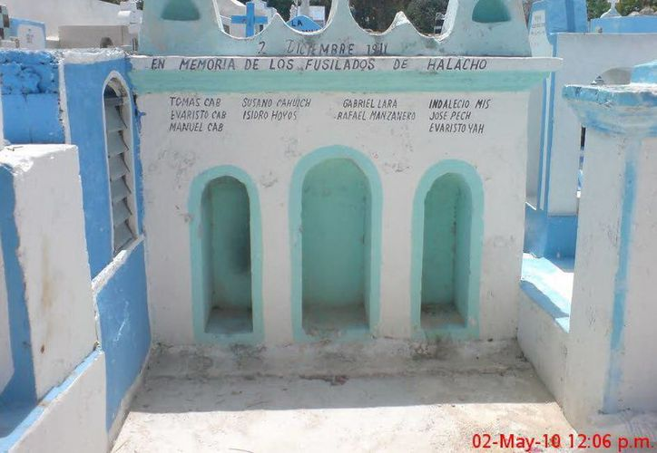 """Imagen del mausoleo en donde están enterrados """"Los fusilados de Halachó"""". (foto cortesía de David Matos)"""