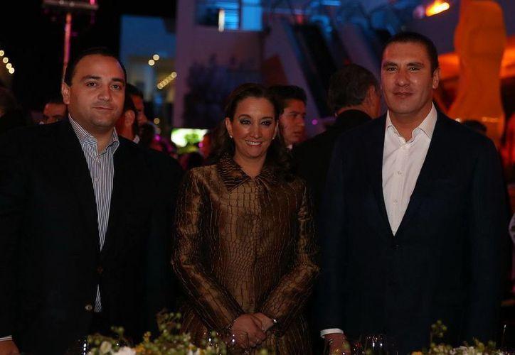 El gobernador del estado, Roberto Borge Angulo; la secretaria federal de turismo, Claudia Ruiz Massieu Salinas; y el gobernador de puebla, Rafael Moreno Valle; en la presentación de Q. Roo como sede del Tianguis en 2014. (Redacción/SIPSE)
