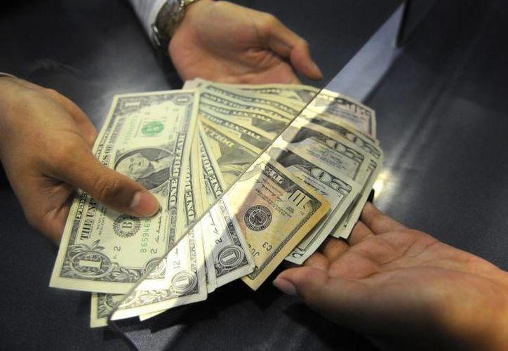 La divisa estadounidense se compró en un mínimo de $14.64. (Archivo/AP)