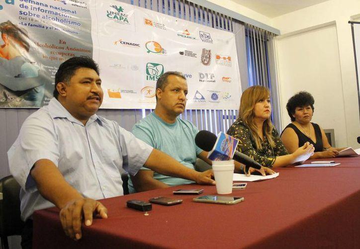 """Los integrantes anunciaron la """"21 Semana Nacional de Información sobre Alcohólicos Anónimos"""". (Yajahira Valtierra/SIPSE)"""