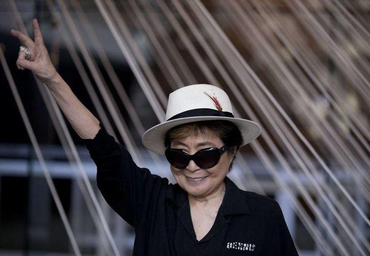 Yoko Ono se presentó este martes en el Museo Memoria y Tolerancia de la Ciudad de México. (Imágenes de AP)