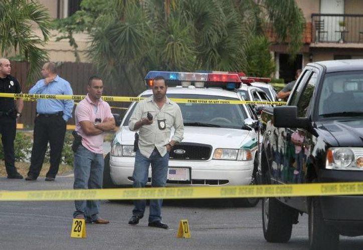 La policía detuvo el tránsito de vehículos y peatones en la zona aledaña al estadio donde se realiza el torneo Masters de Miami. (Agencias)