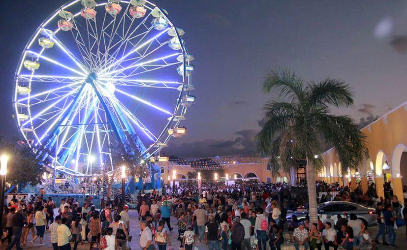 Los juegos mecánicos, entre los favoritos de los visitantes de la Feria Yucatán. (Jorge Acosta/Novedades Yucatán)