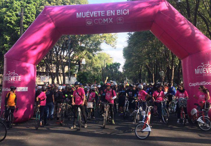 Personal de la Secretaría de Medio Ambiente de la Ciudad de México marcó el ritmo a los ciclistas. (La Capital)