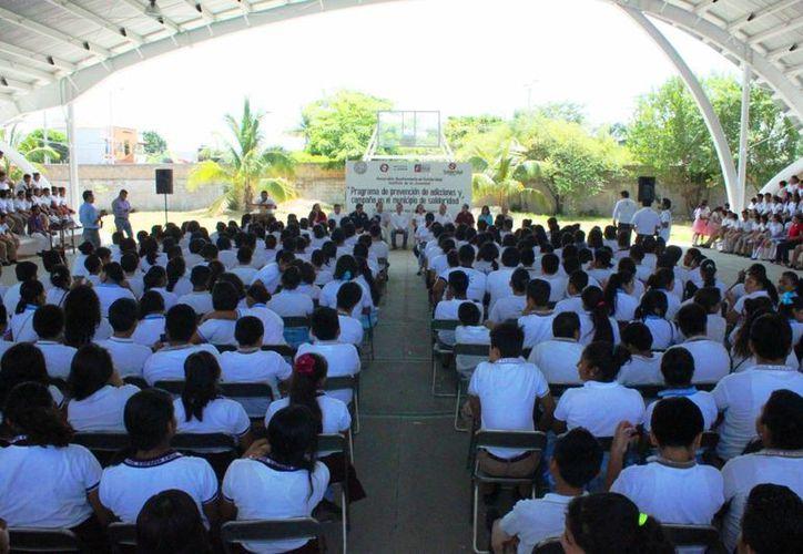 Una vez terminada la encuesta se planea la formación de tres grupos terapéuticos para ayudar a los jóvenes. (Daniel Pacheco/SIPSE)