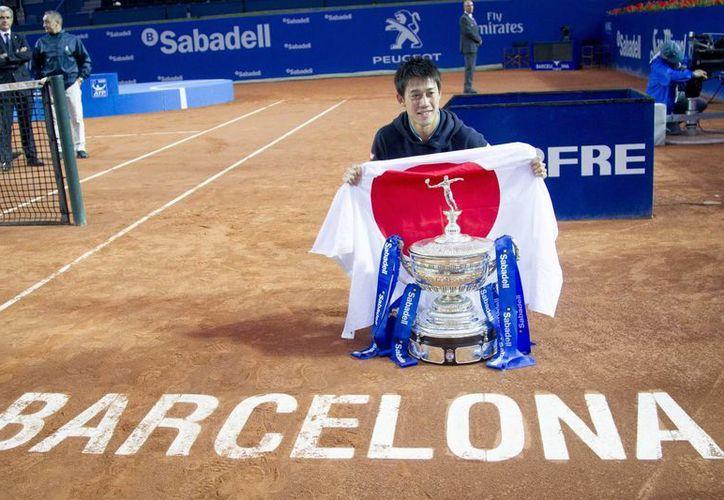 El japonés Kei Nishikori refrendó el título en el Abierto de Barcelona ante el local Pablo Andújar. (Foto: AP)