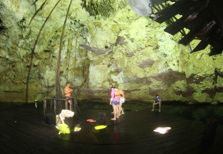 Mencionan que son pocos los turistas que visitan los cenotes. (Sara Cauich/SIPSE)