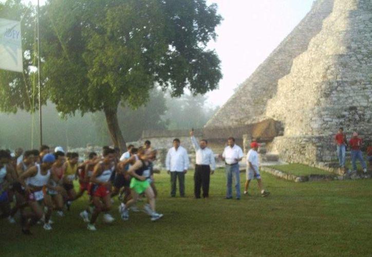 La carrera empezará en la zona arqueológica de Mayapán, en Tecoh, y concluirá en la plaza de Acanceh. (SIPSE)