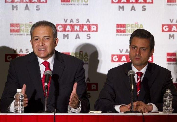 Oscar Naranjo y el  Enrique Peña Nieto. (Archivo Notimex)