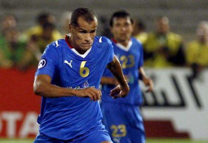 Rivaldo con la camiseta del Bunyodkor de Uzbekistán, en foto del 17 de septiembre de 2008. (EFE/Foto de archivo)