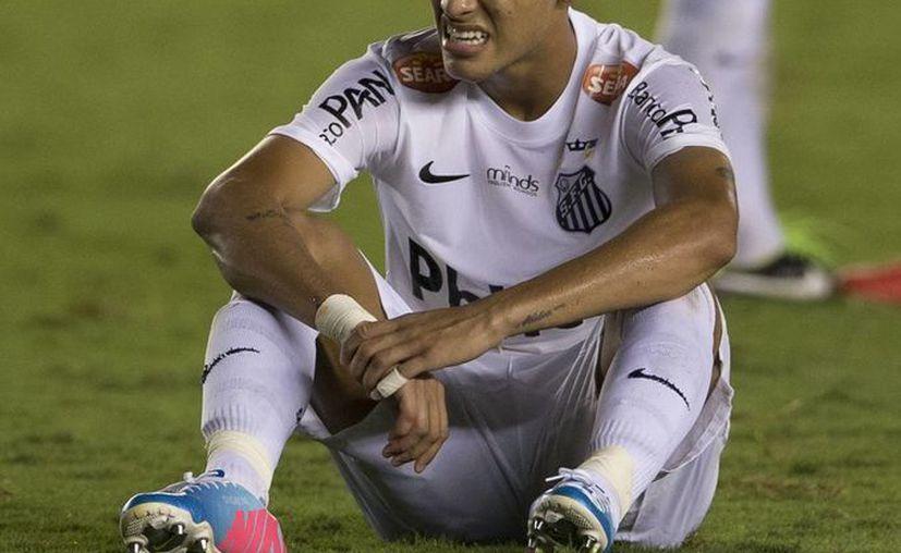 Neymar seguirá con el Santos hasta 2014. (Archivo/Efe)