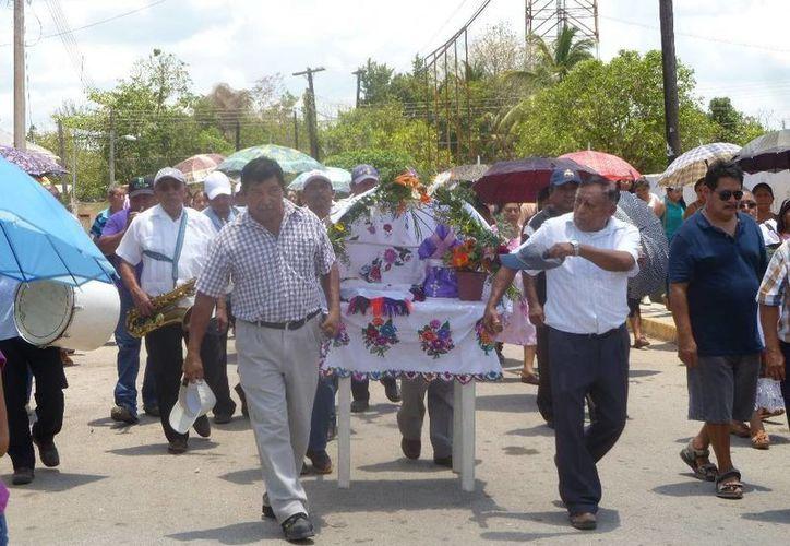 Los dignatarios mayas realizaron rezos en lengua materna. (Raúl Balam/SIPSE)