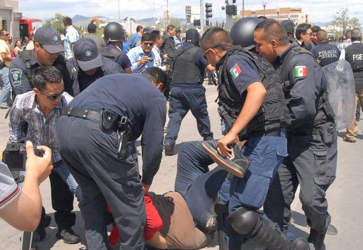 El gobierno del DF argumenta falta de personal policiaco para atender el partido Pumas-América. (Notimex)