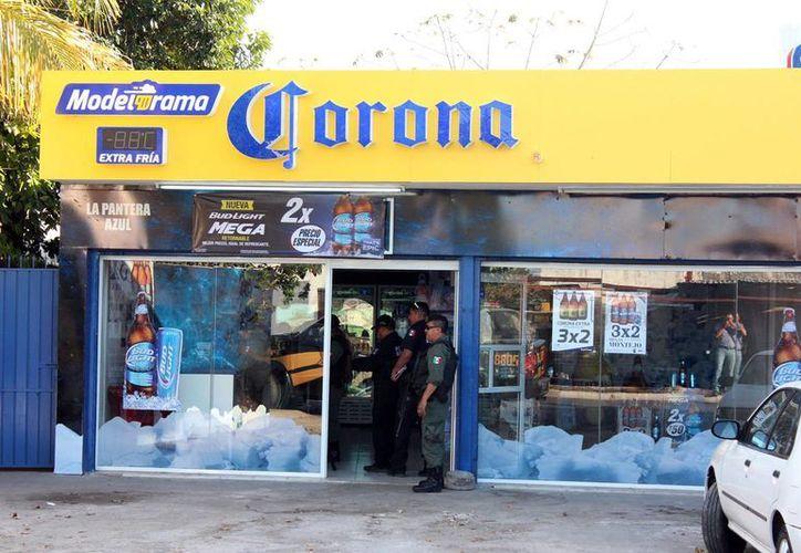 La encargada del establecimiento se llevó tremendo susto. Fue asaltada y amenazada con un cuchillo. (Cuauhtémoc Moreno/SIPSE).