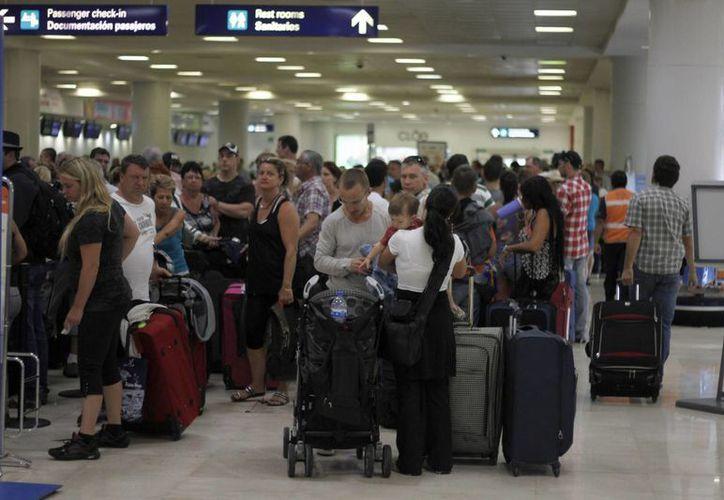 Incrementa el arribo de pasajeros en el aeropuerto de Cancún. (Archivo/SIPSE)