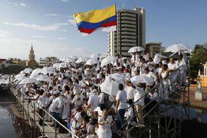 Las rostros de la paz durante la firma entre Colombia y las FARC