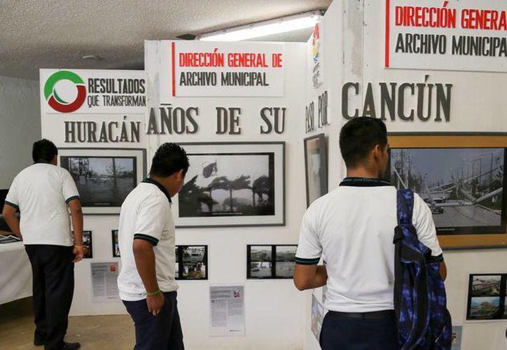 Exponen 250 fotografías, además de material literario. (Victoria González/SIPSE)