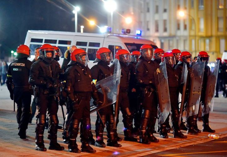 En total se destinaron 800 efectivos para resguardar la seguridad de la zona. (Foto: AFP)