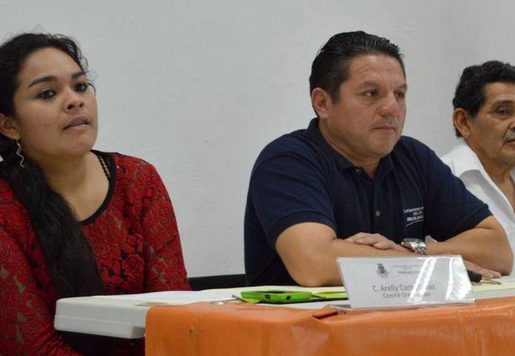 Marcos Cantón Valenzuela y Arely Cantón Díaz (i) destacaron que de las 10 ediciones de la Copa Yucatán Volibol sólo en cinco su organización ha sido oficial. (Milenio Novedades)