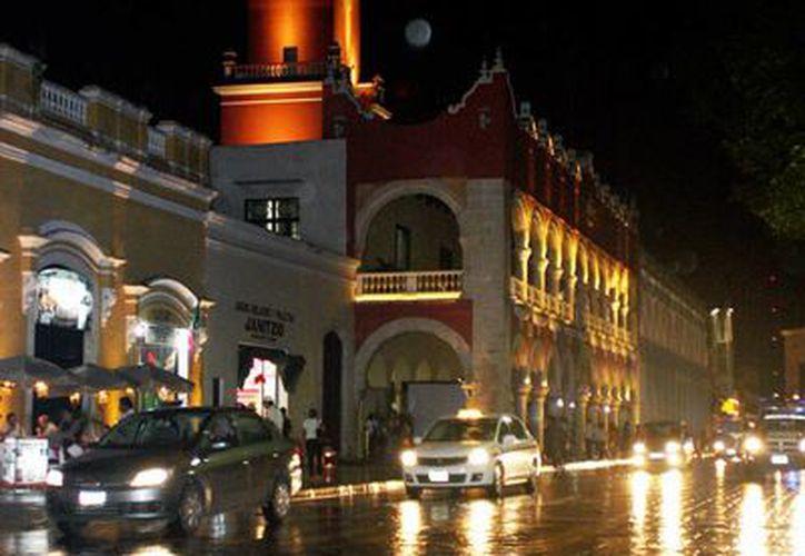Las lluvias continuaron esta noche en Mérida. (Wilbert Argüelles/SIPSE)