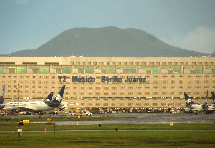 La T2, construida en el 2000, sólo ha sido un remedio temporal a la saturación del aeropuerto que se realizan 58 operaciones por hora. (Foto: Christian Coquet/SIPSE)
