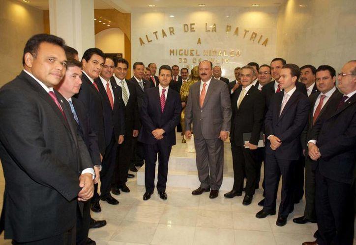 El gobernador de Yucatán, Rolando Zapata Bello (primer plano), durante la reunión de la Conago realizada este lunes en Chihuahua. (Notimex)