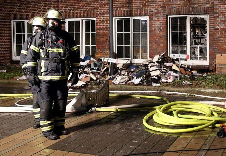 La policía alemana detuvo a dos jóvenes cerca de las instalaciones del Hamburger Morgenpost, pero no ofreció más detalles. (AP)