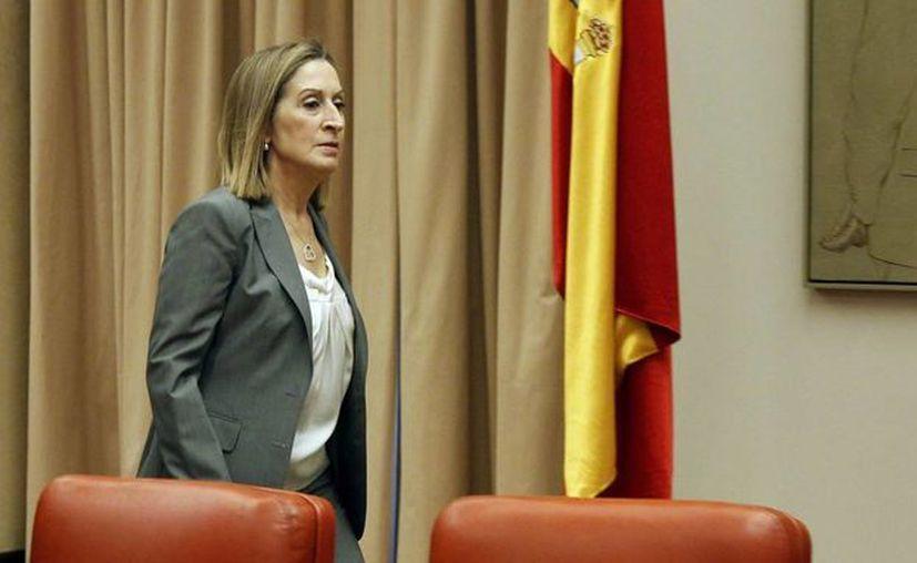 La ministra de Fomento, Ana Pastor, momentos antes de su comparecencia en la Comisión del mismo nombre del Congreso de los Diputados. (EFE)