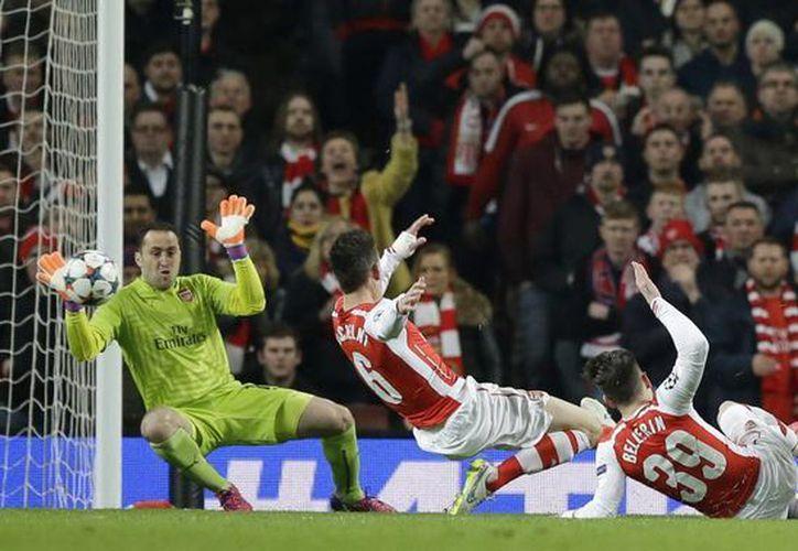 Mónaco dio la sorpresa de la jornada en la Liga de Campeones de Europa al ganar en Londres al Arsenal 3-1 con goles de Geoffrey Kondogbia, Dimitar Berbatov (foto) y  Yannick Ferreira-Carrasco. Descontó  Oxlade-Chamberlain. (Foto: AP)