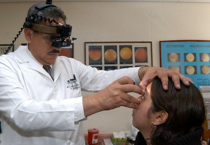 Ante el incremento de casos de conjuntivitis en Yucatán, los médicos recomiendan no automedicarse, y acudir lo más pronto posible a la clínica. La imagen está utilizada sólo con fines ilustrativos. (Archivo/SIPSE)
