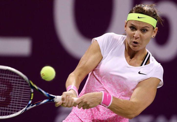 Lucie Safarova quebró la racha de 14 victorias consecutivas de Azarenka en Doha para poder hacerse con el título del Abierto de Qatar. (Foto: AP)