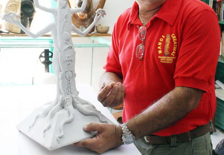 El escultor yucateco Reynaldo Bolio promueve su obra  Seres y Dioses del Mayab Eterno en el Distrito Federal. (Milenio Novedades)