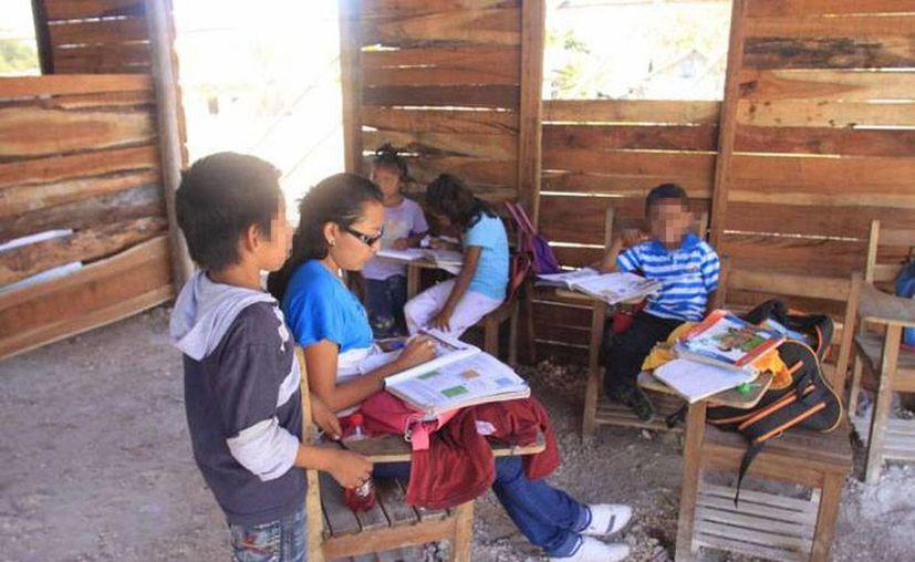 El nuevo programa de la SEP podrá acercar a los niños que se encuentran en escuelas aisladas, donde no se cuenta con la infraestructura necesaria ni suficientes maestros para darles una mejor calidad educativa. Imagen de contexto de un aula rural. (Archivo/SIPSE)