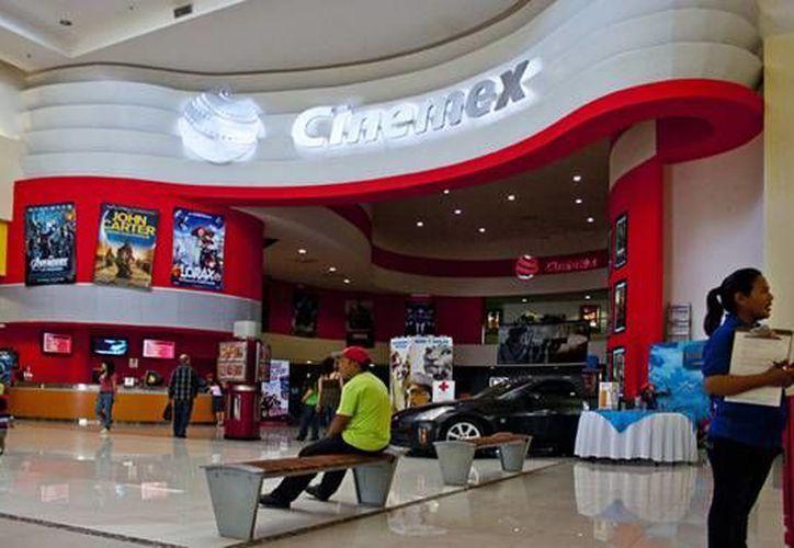 La transacción incluye las 290 salas de exhibición en el país, las cuales en 2012 generaron ingresos por 73.7 mdd. (mexicali.org)