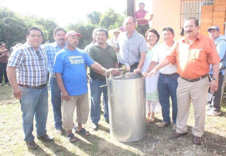 Representantes de ambas localidades agradecieron los apoyos del gobierno municipal. (Cortesía/SIPSE)