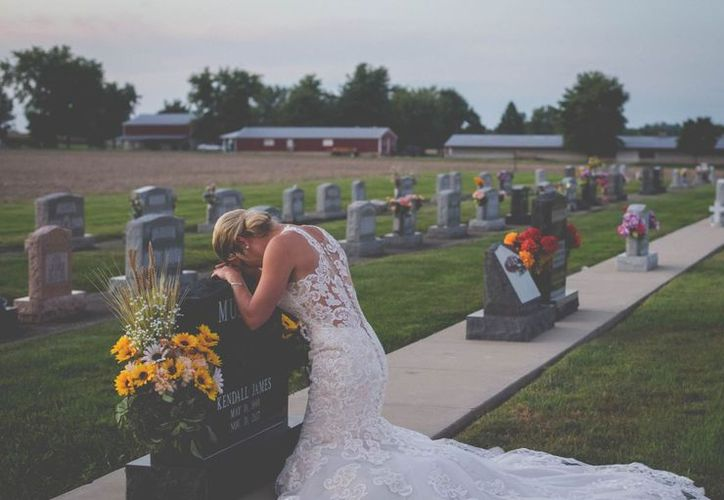 Los enamorados realizaron una reservación para la sesión de su boda, Kendall falleció, pero Jessica no la canceló (Foto: Facebook)