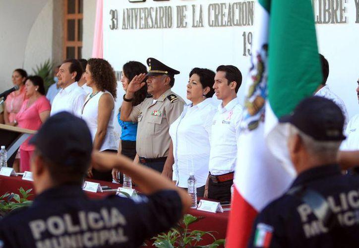 La ceremonia dio inicio con los honores a la Bandera. (Redacción/SIPSE)