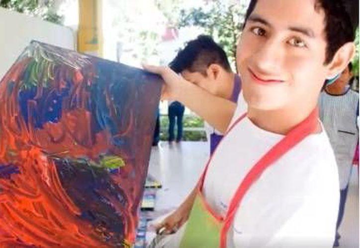 El taller de pintura altruista ayuda a los niños que presentan algún tipo de discapacidad de la asociación  'Construyendo Sonrisas A.C'. (Milenio Novedades)
