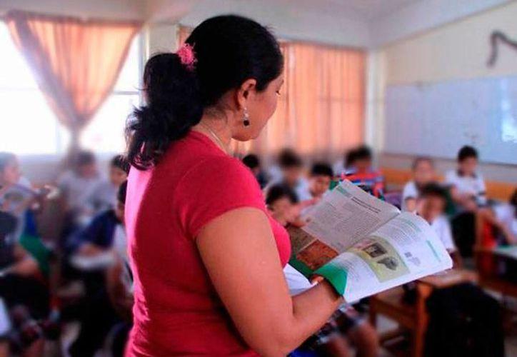 """Uno de  esos pendientes es el pago del incentivo """"k1"""" a los maestros """"destacados"""" y """"buenos"""" del 2017. (Archivo/SIPSE)"""