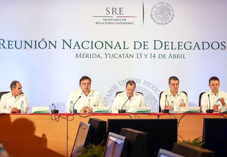 La Secretaría de Relaciones Exteriores reunió en Yucatán a todos sus delegados. Encabezó la reunión el titular de SRE, José Antonio Meade (centro). (Milenio Novedades)